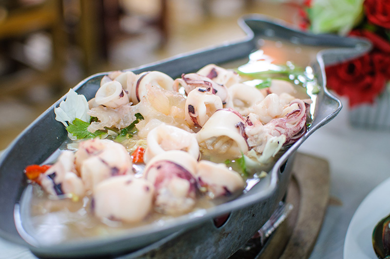 melonyzz - 10 Must-try Thai Dishes - Steamed squid in spicy lime sauce